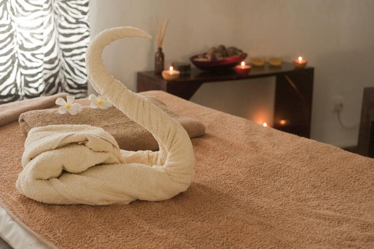 Relaxačná miestnosť, uteráky, sviečky