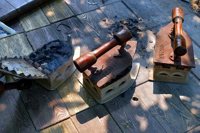 Žehličky na drevené uhlie.jpg